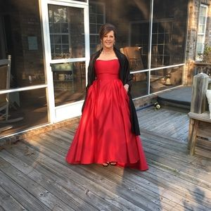 c4bdfa213f7 Betsy   Adam Dresses - Gorgeous hi low red satin ball gown.